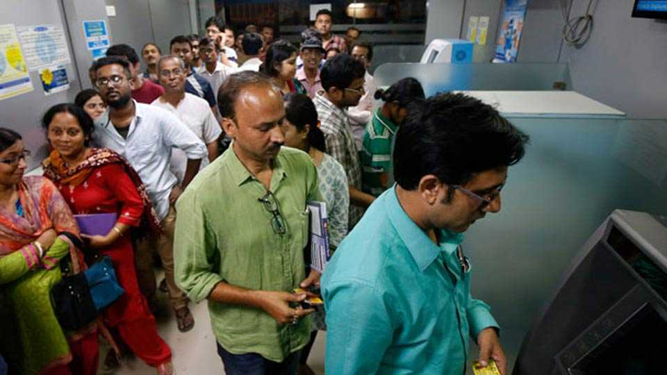 HDFC Bank, ICICI and Axis resume levy on cash transactions