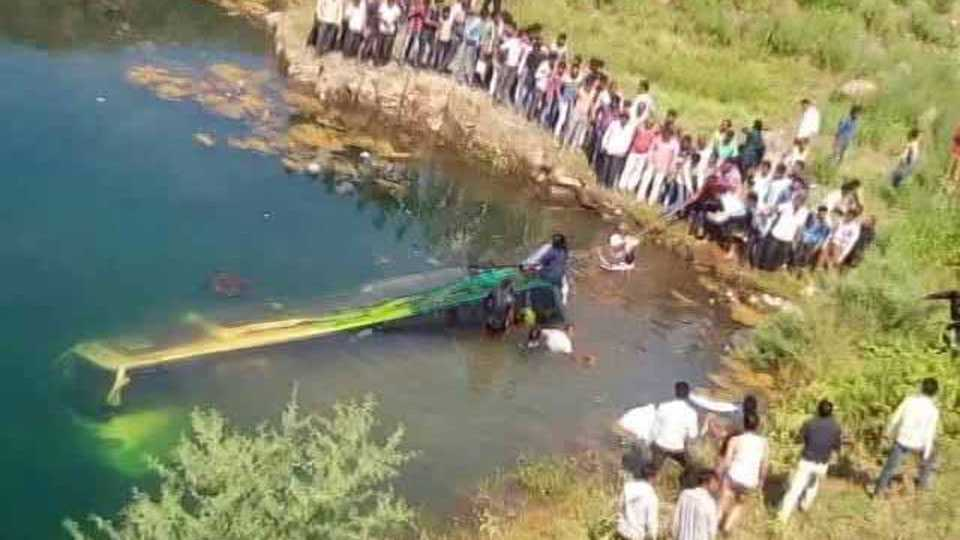 Accident 21 die after bus carrying baraatis falls off bridge in Madhya Pradesh 20 injury
