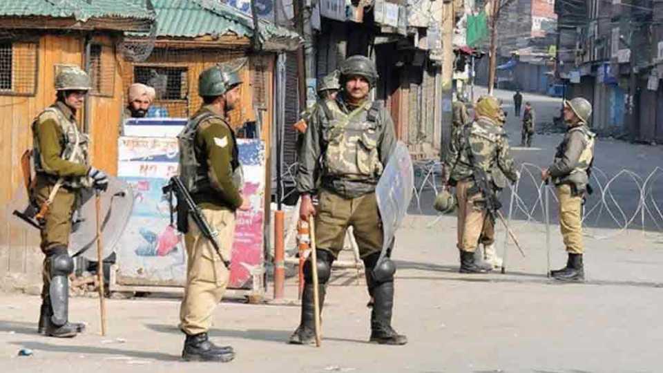 श्रीनगरमधील संचारबंदी उठविली; जमावबंदी लागू