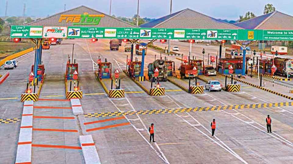 राष्ट्रीय महामार्ग प्राधिकरणाच्या टोल नाक्यांवर 'फास्टटॅग'ची अंमलबजावणी या पद्धतीने होत आहे. मात्र, त्यापासून राज्य रस्ते विकास महामंडळ अद्याप दूर आहे.