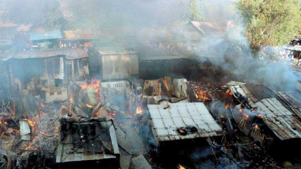 कॉटन मार्केट -आगीने कवेत घेतलेली दुकाने.