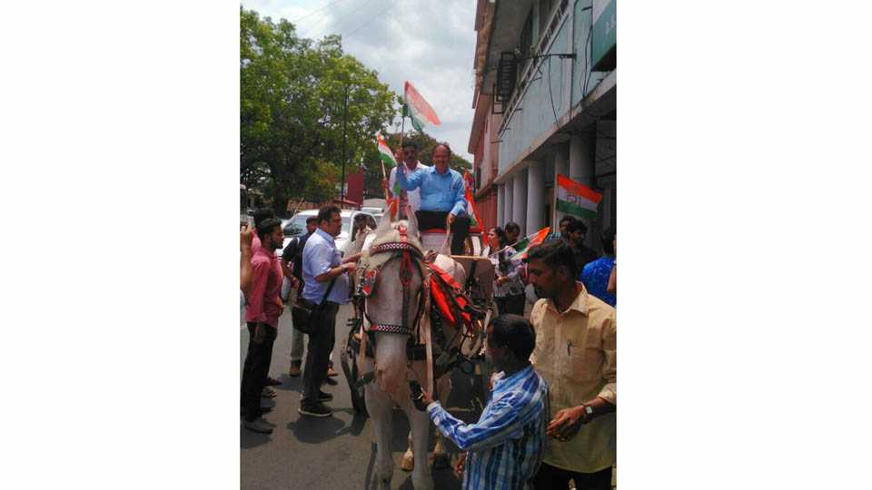 Agitation against fuel price hike in goa by congress