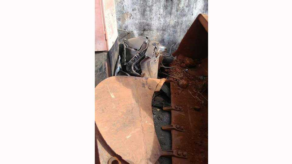 JCB and six vehicles accident satara