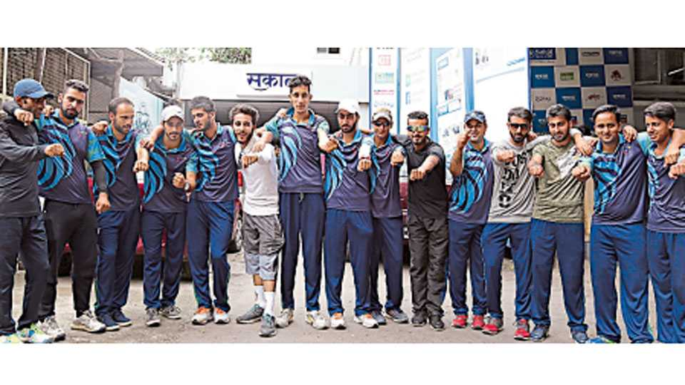 बुधवार पेठ - काश्मीरमधील उरी येथील क्रिकेटपटूंचा संघ पुणे दौऱ्यावर आला आहे. या संघातील खेळाडूंनी शनिवारी 'सकाळ'कार्यालयाला भेट दिली.