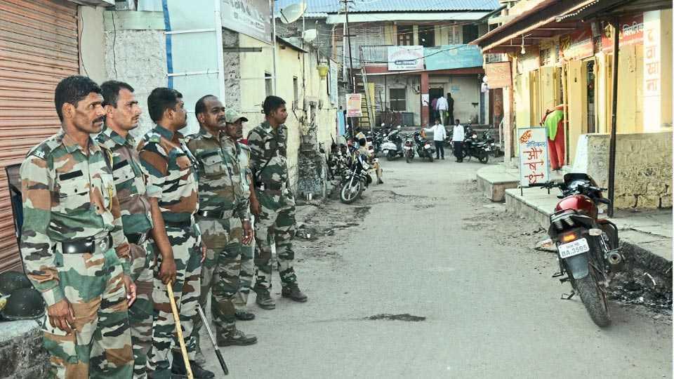 जेऊर (ता. नगर) -गावातील दोन गटांमध्ये झालेल्या दगडफेकीनंतर तैनात केलेला पोलिस बंदोबस्त शुक्रवारीही कायम होता.