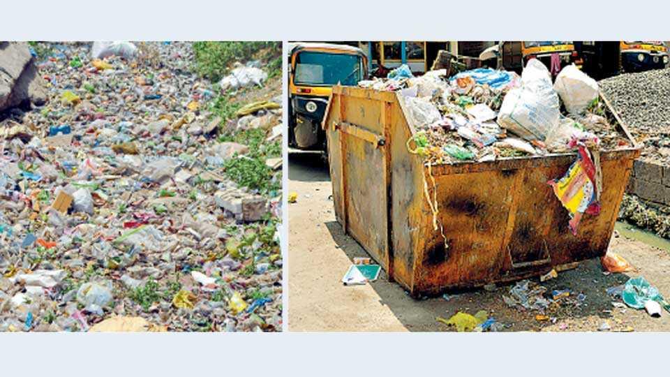 जालना - शहरातील उड्डाणपुलाच्या बाजूला असलेल्या नाल्यात प्लॅस्टिक कचऱ्यांचा ढीग.  (दुसऱ्या छायाचित्रात) कचेरी रोड येथील प्लॅस्टिक कचऱ्याने भरलेली कुंडी.