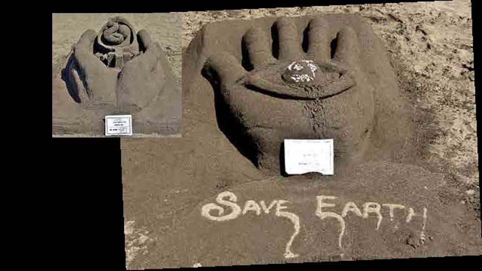 student give message from sand art