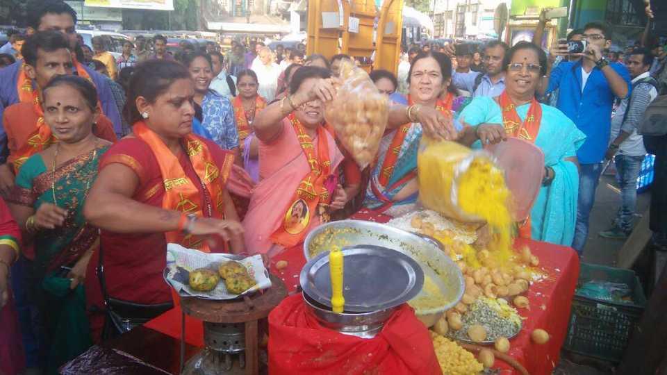 Yuva Sena creates ruckus in Dombivali
