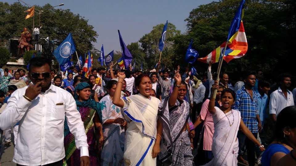 Marathi News Vardha Social Organizations protested