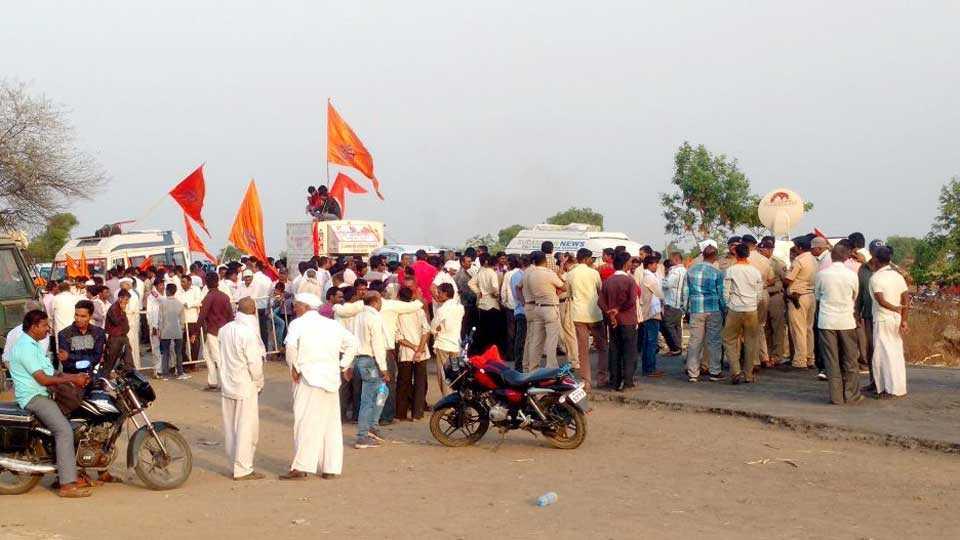 police stops bharat bachao mahayatra near pilkhod