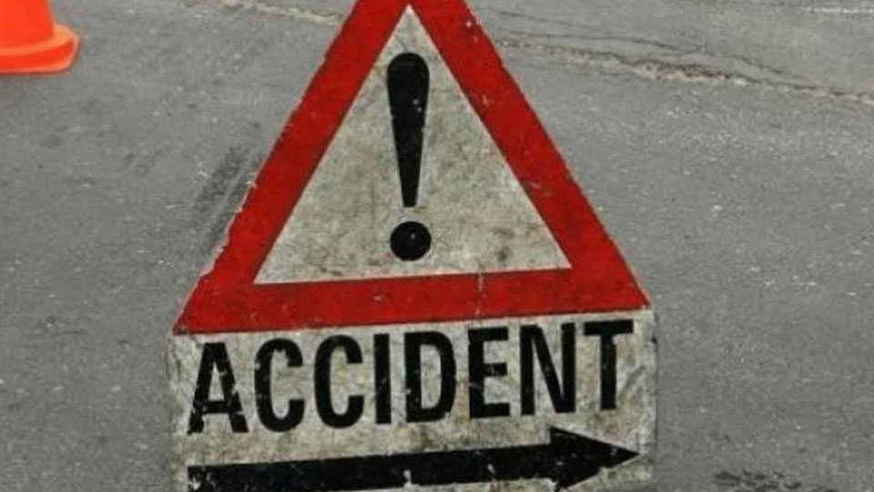 Rickshaw accident in Thane due to tobacco use One killed four injured
