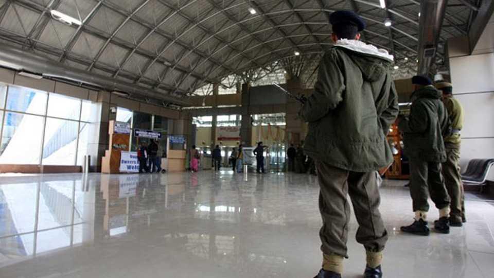 Army jawan arrested with two grenades at Srinagar airport