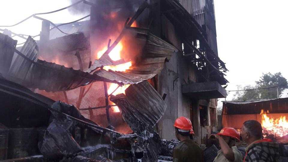 fire at chemical factory in akola