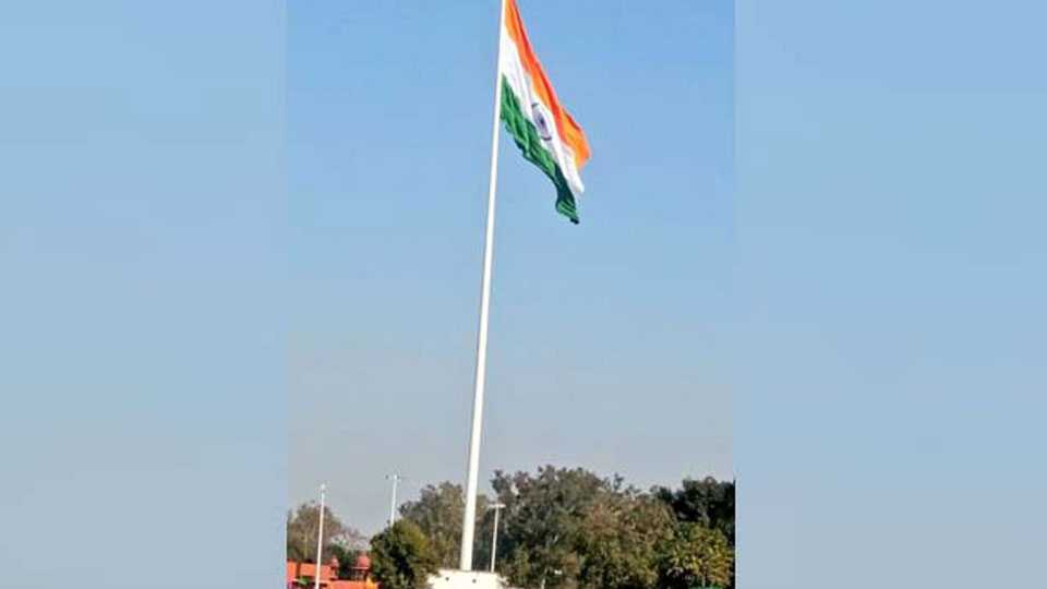 amritsar indias tallest tricolour hoisted at attari border it is 360 feet high