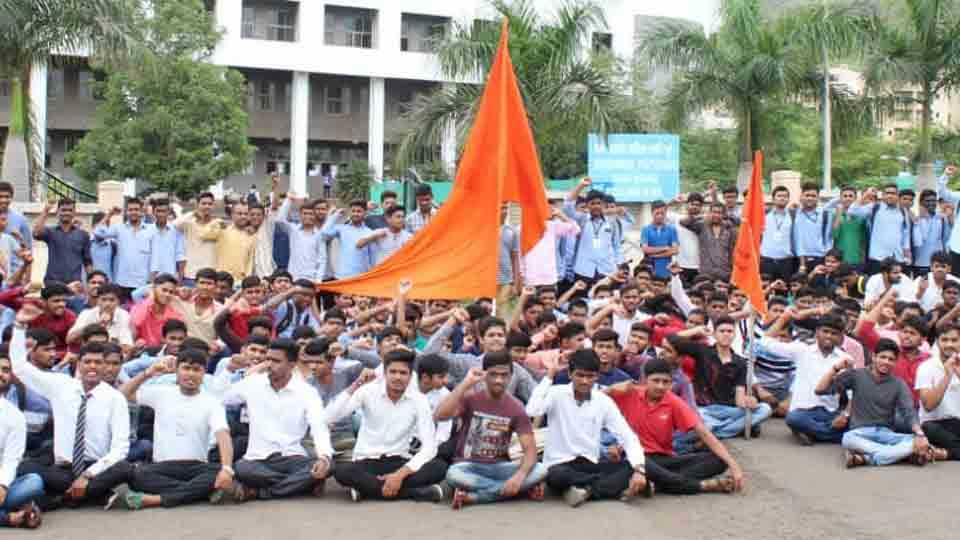 Two government colleges closed at Avsari Khurd Manchar