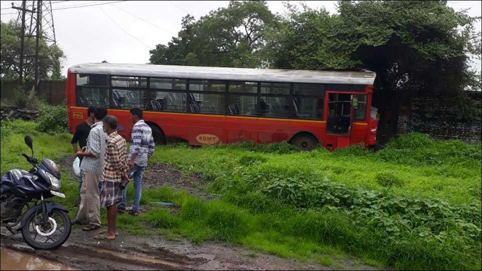 'केडीएमटी'च्या चालकामुळे 70 ते 80 प्रवाशांचे वाचले जीव- अपघातग्रस्त बस.