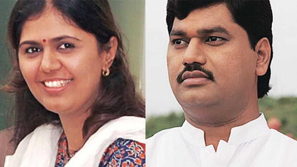 Pankaja Munde, Dhananjay Munde