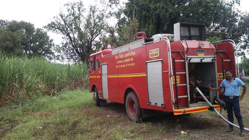 Fire brigade routes fire by firefighters