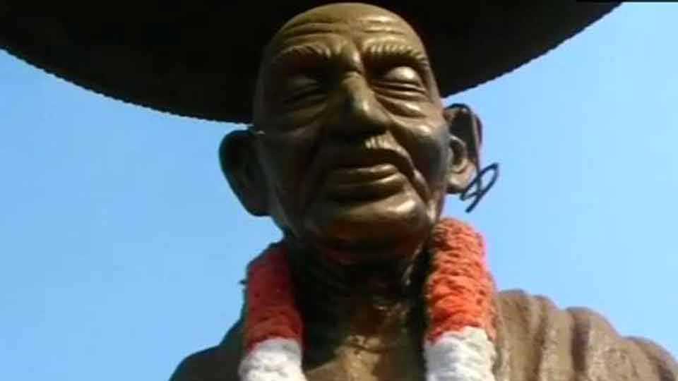 gandhi-statue.