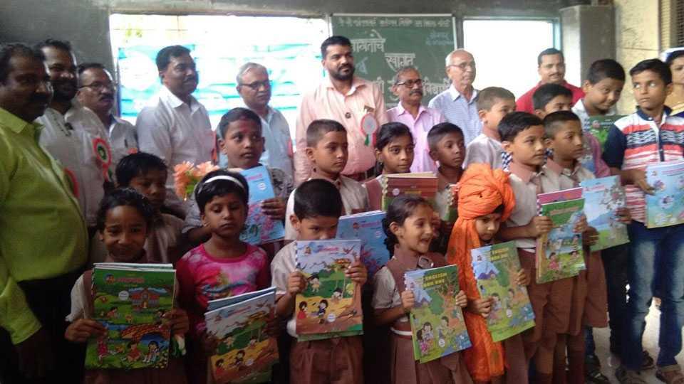 The program was organized by the sakal at school premises at juni Sangvi