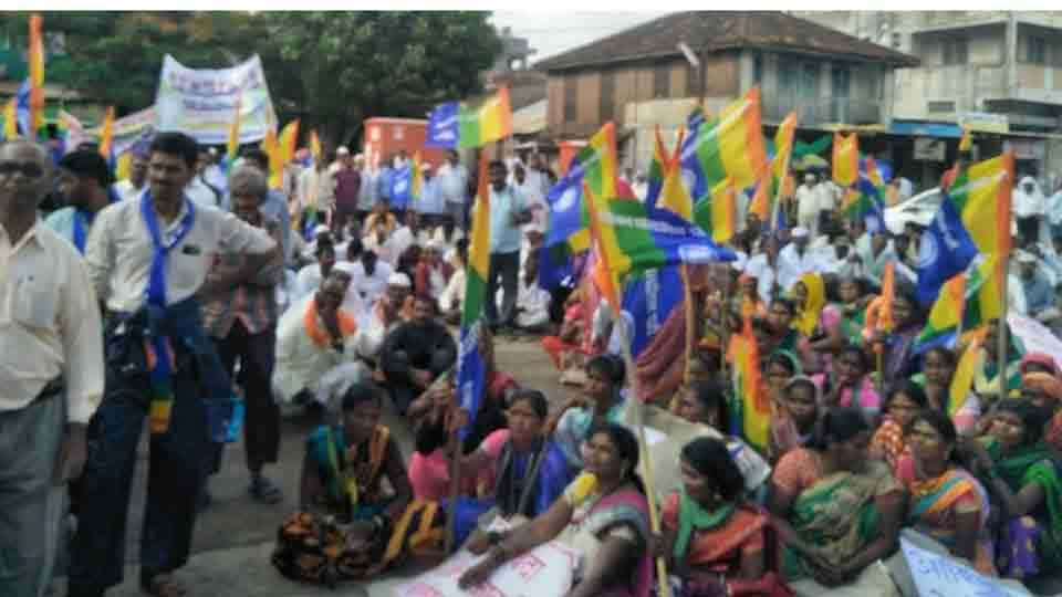 Junnar Morcha protested against forest action proceedings