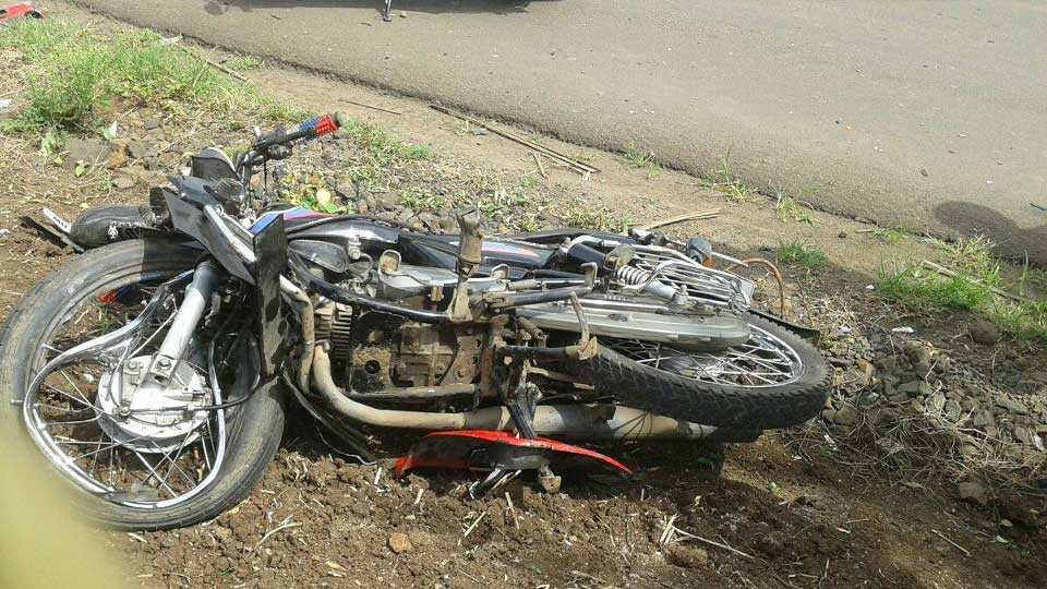 Motorcycle and two wheeler accident near Poladpur one man killed