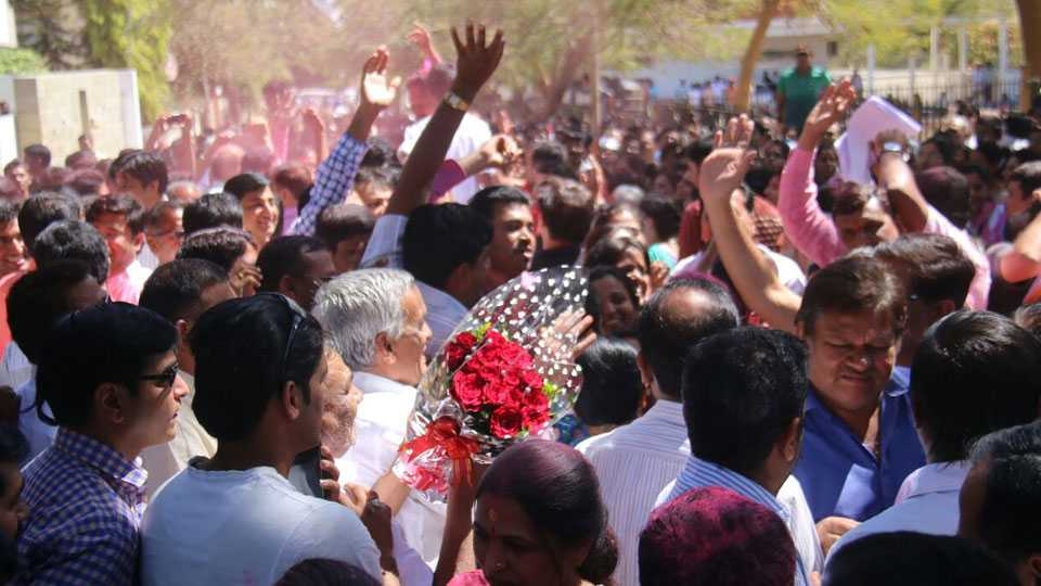 #votetrendlive nashik municipal corporation mns defeated