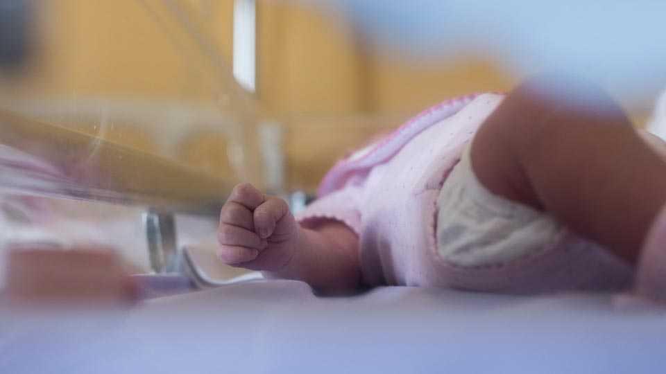 new born baby dies