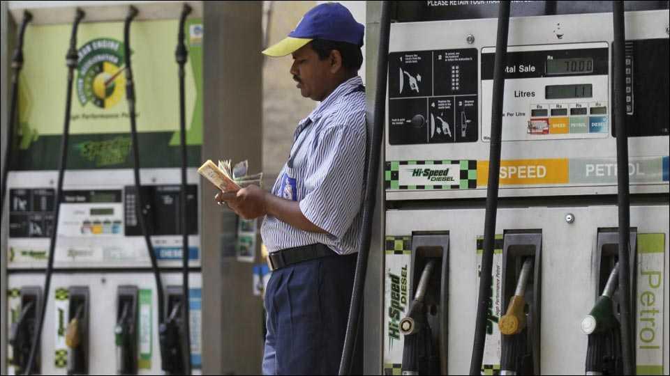 people using 500,1000 notes in petrol pump