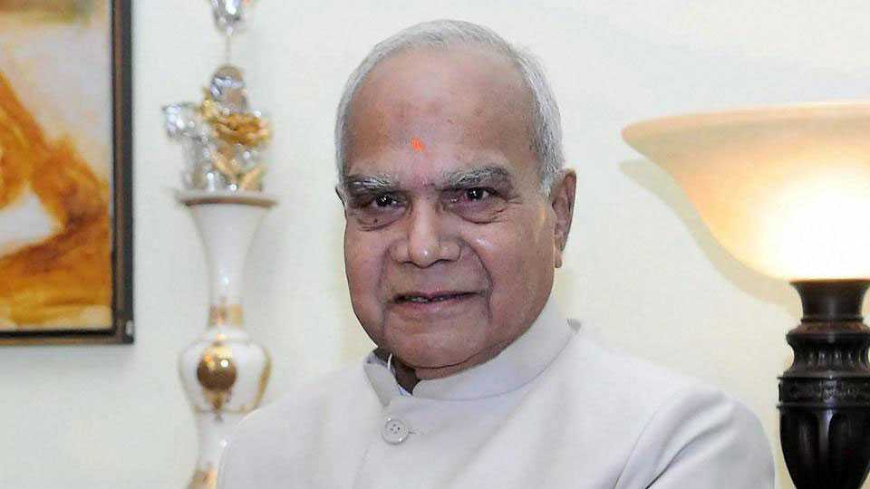 Tamil nadu governor Banavarilal Purohit pats journalist on cheek sparks controversy