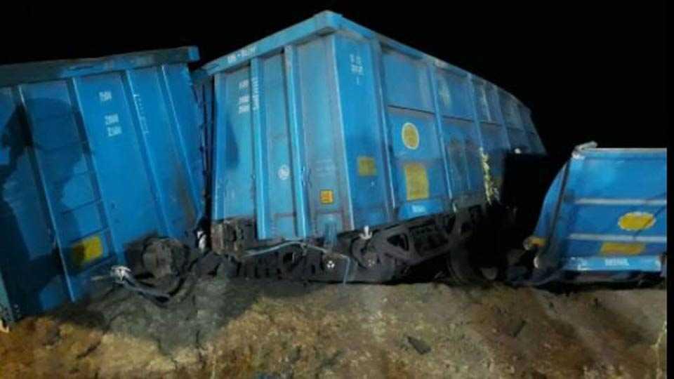 5 wagons of goods train derail near Dudhani railway station