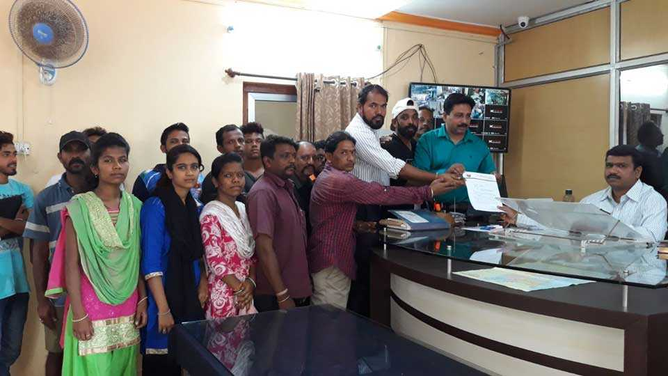 marathi news kokan savantwadi dombari society lakhe community