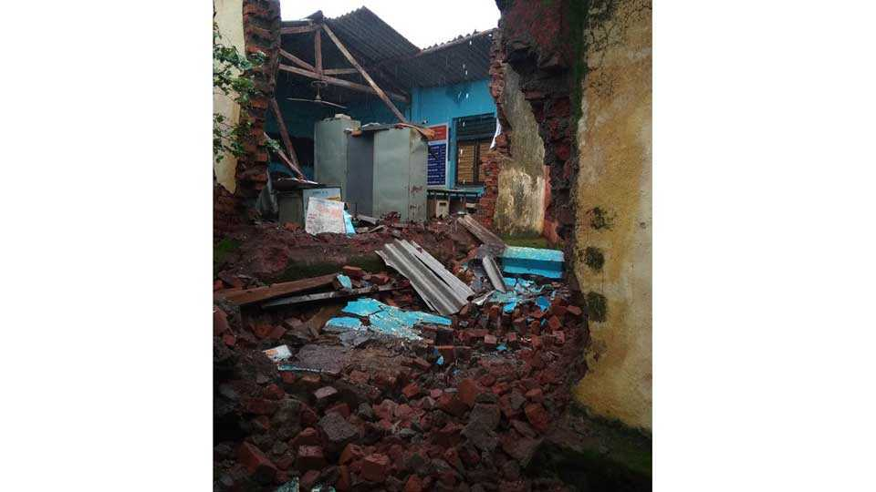 School wall collapses in mokhada