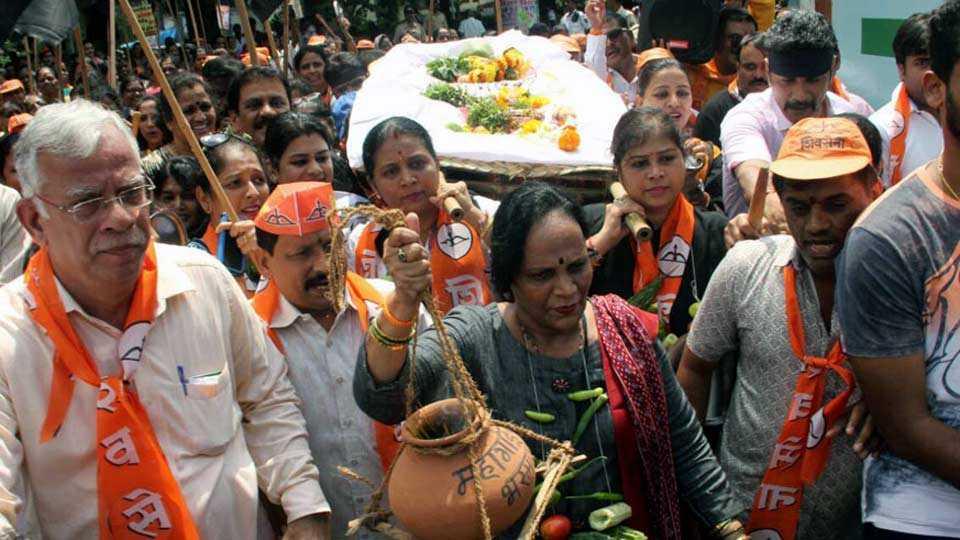 Marathi news Shivsena protests against inflation, bjp slogans anti Modi