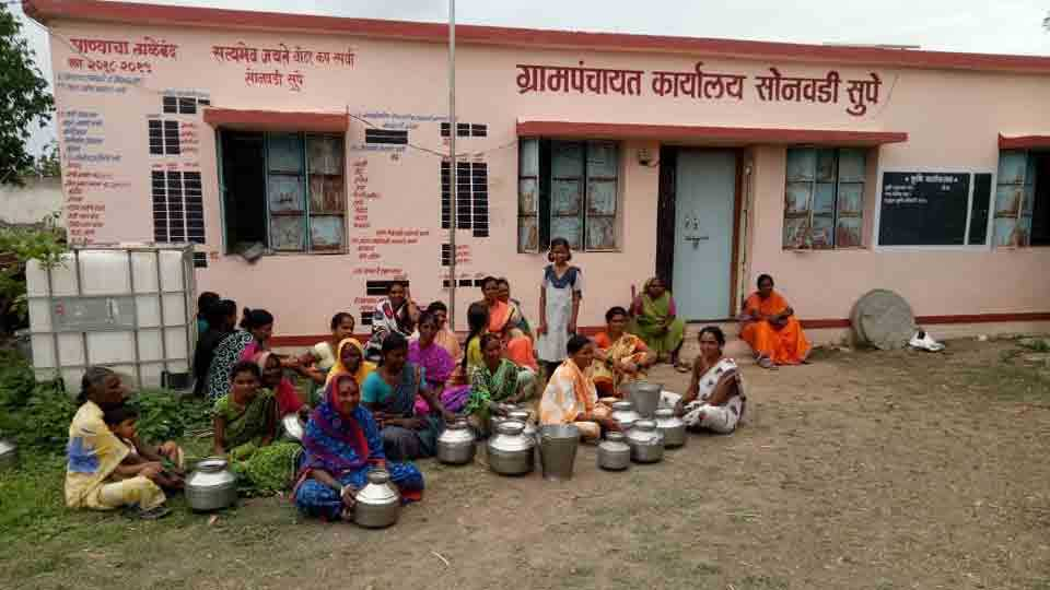 Womens rally On Grampanchayat for water in sonvadi supe