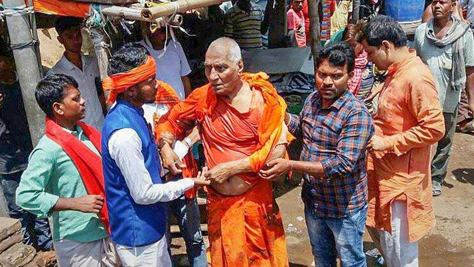 Swami Agnivesh assaulted by BJP youth