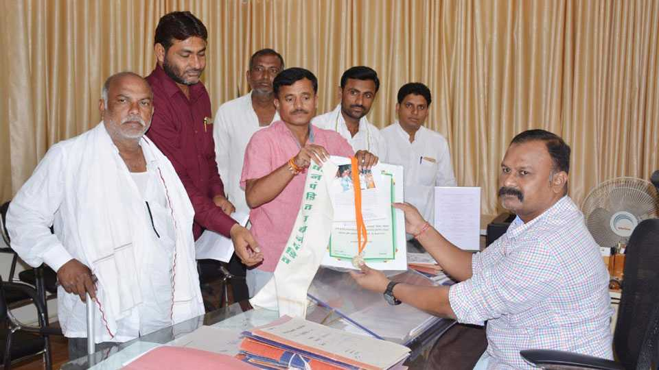 Maharashtra news hingoli news farmer strike marathi news
