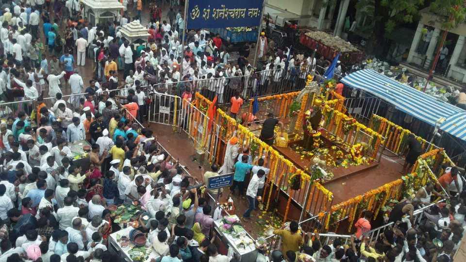 Ten lakh crowd in shani shingnapur