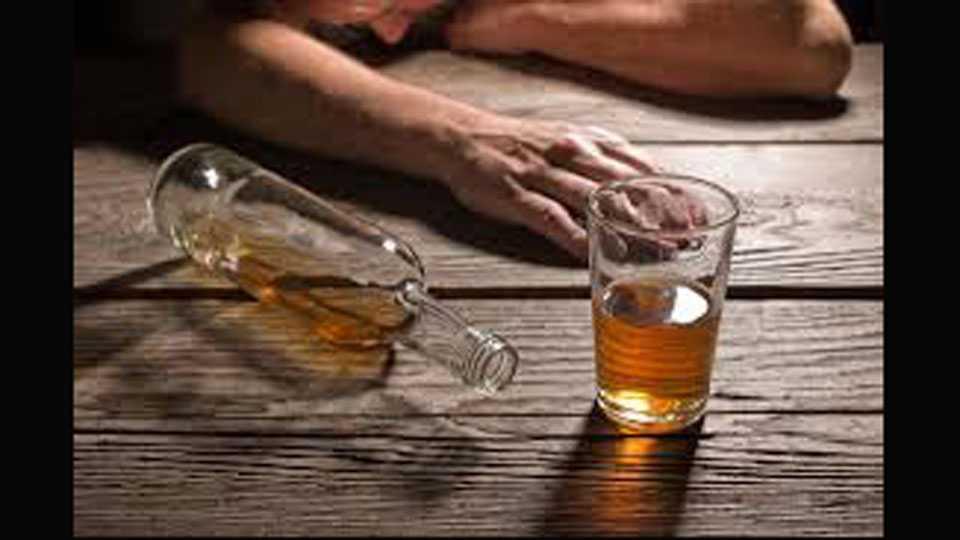 Marathi News country Alcoholic 18000 crores losses