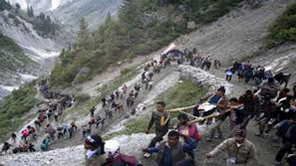 13 Amarnath pilgrims injured after their vehicle rams into truck near Jammu