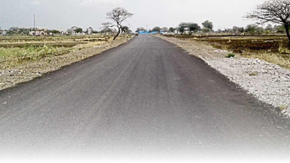 देहू - गावठाणाच्या दक्षिणेस पूर्व-पश्चिम बाजूस उभारलेला बाह्यवळण मार्ग.