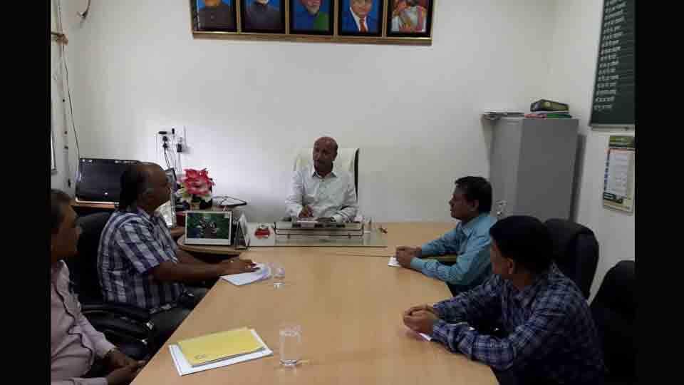 Vice Chancellor Doctor Ashok Dhavan Gives A Social Message