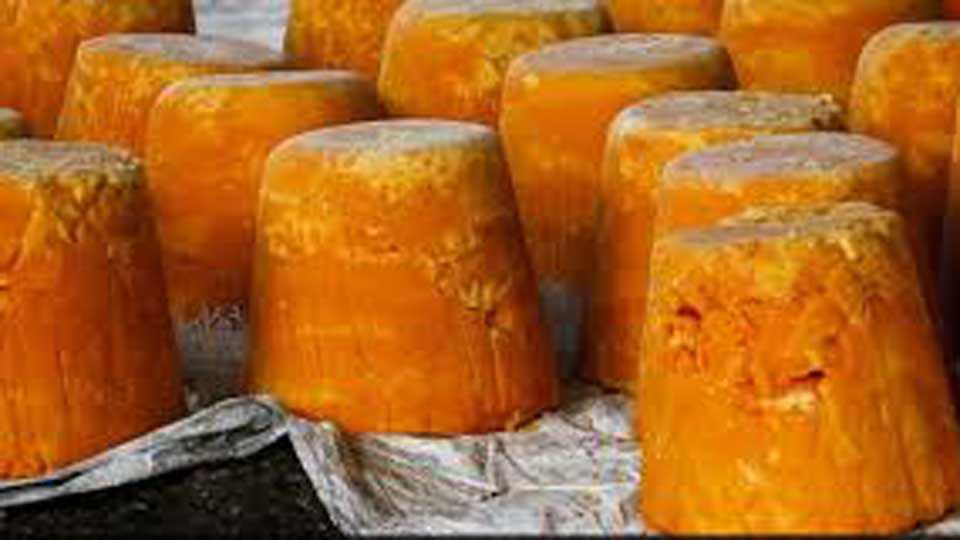 marathi news farmers jaggery produce economical crisis