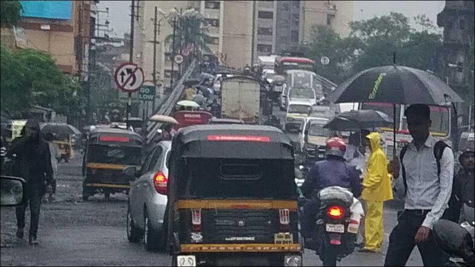 Kalyan Ahmednagar highway blocked due to raining