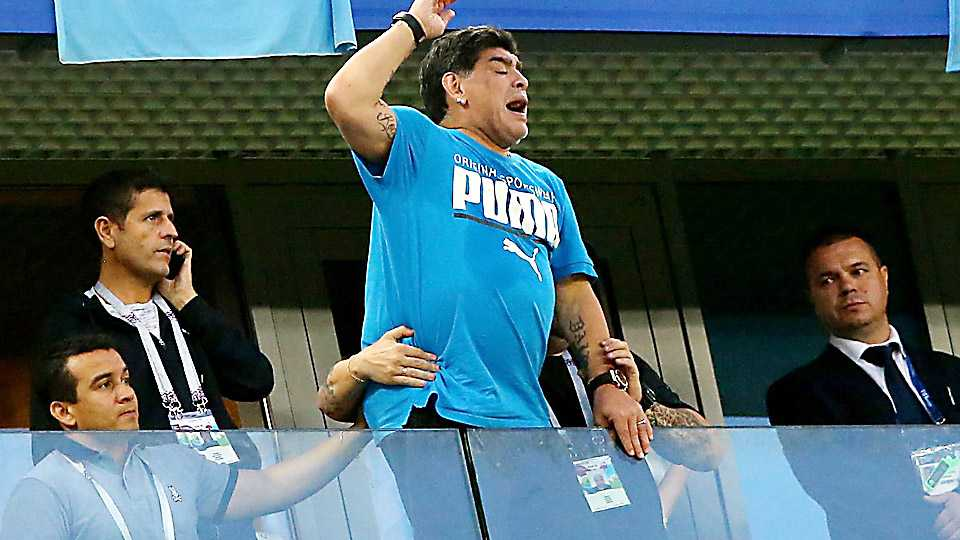 Maradona and Shah Rukh Khan worried about Argentina