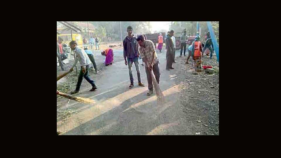 cleanness youth on road in Baramti