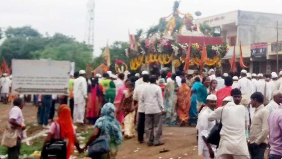 Rain are presence on the occasion of Saint Tukaram Maharajs Palakhi
