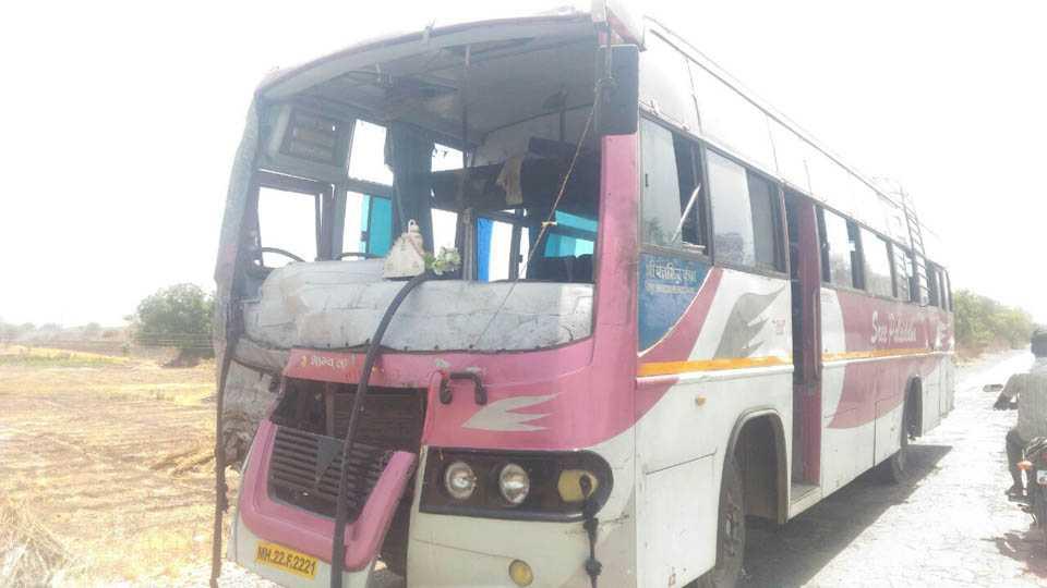 30 people injured in accident at mumbai nagpur highway
