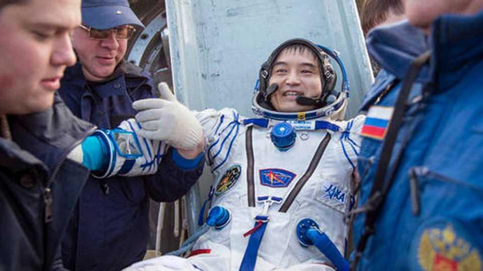 astronauts return