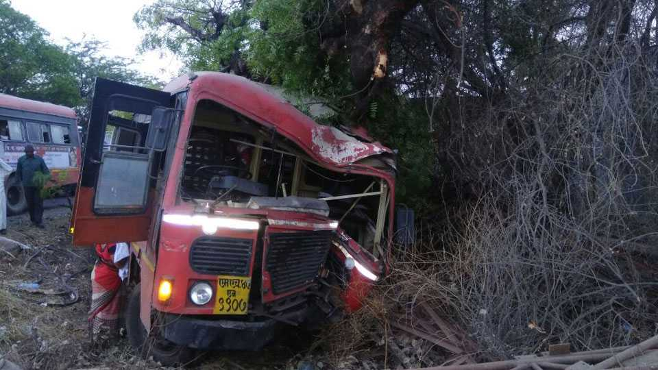 ST Bus Accident Driver Conductor 15 Passengers Injury